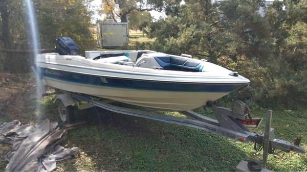 Photo 1988 15 ft Bayliner Boat up for Auction - $25 (Carmine)
