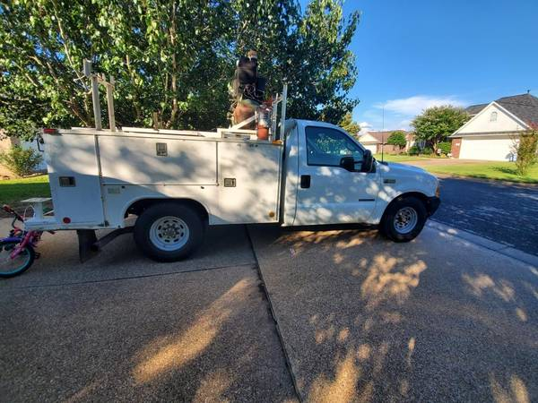 Photo 2001 Ford F-350 with Utility Bed - $10,000 (College Station)