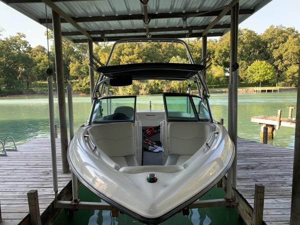 Photo 2004 Mastercraft X2 wakeboard boat - $29,000 (Bryan)