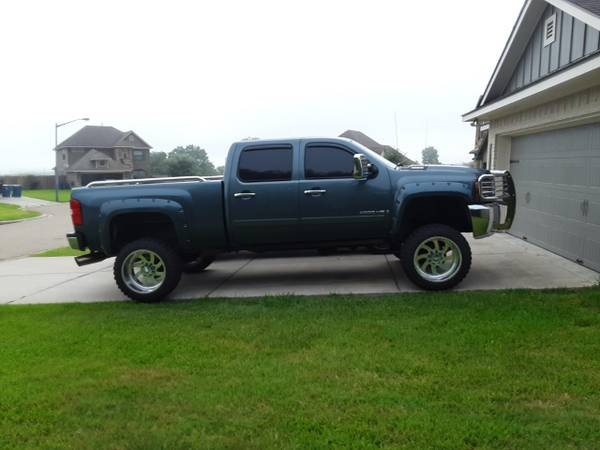 Photo 2007 Lifted Chevy 2500 4X4 Diesel - $24800