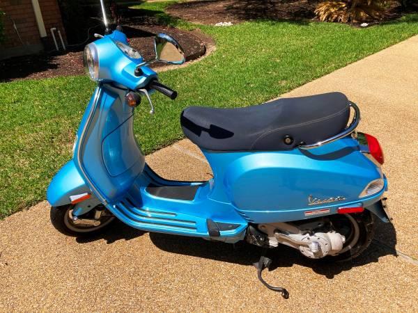 Photo 2007 Piaggio Vespa Scooter - Price Reduced - $1,950 (College Station, TX)