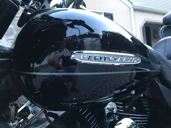 Photo 2011 Harley-Davidson Electra-Glide Ultra Limited MINT 5,600miles only - $12,995 (Peoria)