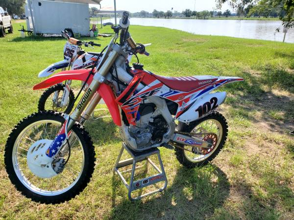 Photo 2017 Honda CRF 250R - $4,250 (Alvin)