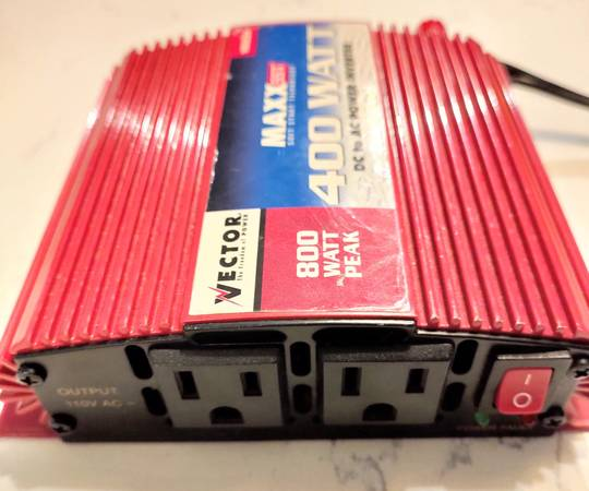 Photo 400 watt Power Inverter Convert 12V vehicle to 110 AC current - $15 (Bryan)