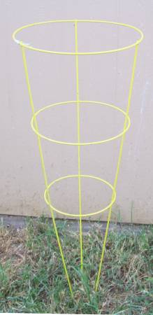 Photo 42 inch tall yellow powder coated tomato cages - $5 (Bryan)