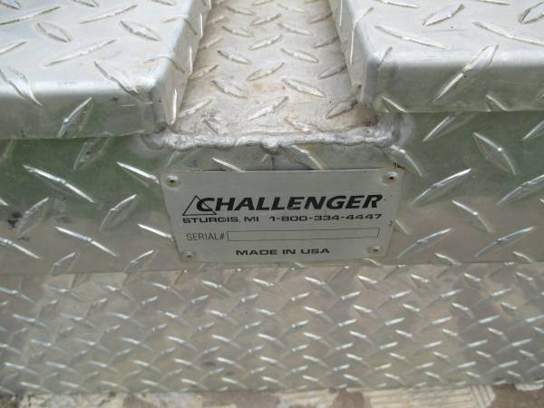 Photo Challenger Diamond plate Tool Box - $115 (Calvert, Texas)