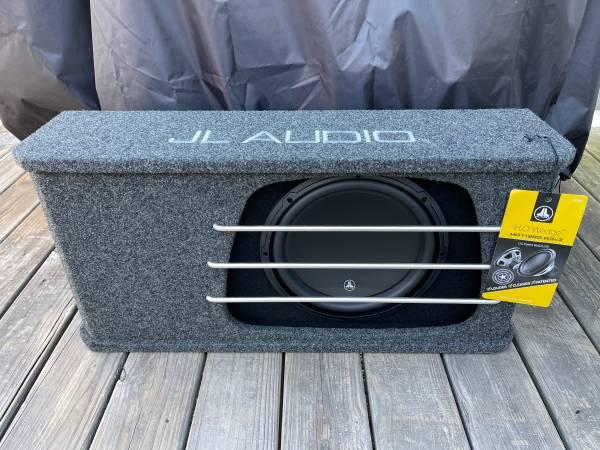 Photo JL Audio 12 w3v3 in High Output Box - $425 (Huntsville)