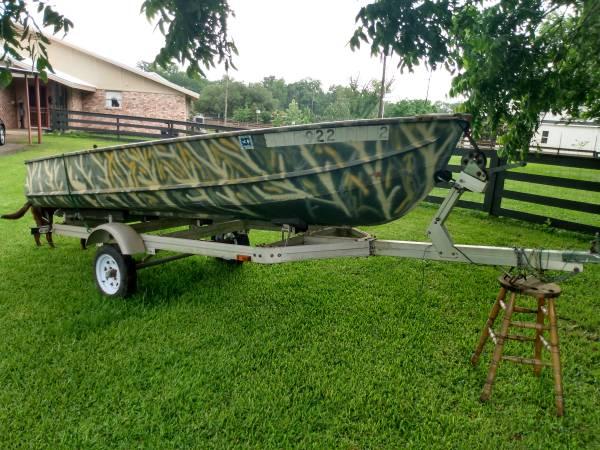 Photo Jon Boat Deep V with trailer John Boat w Title - $1,050 (Columbus)