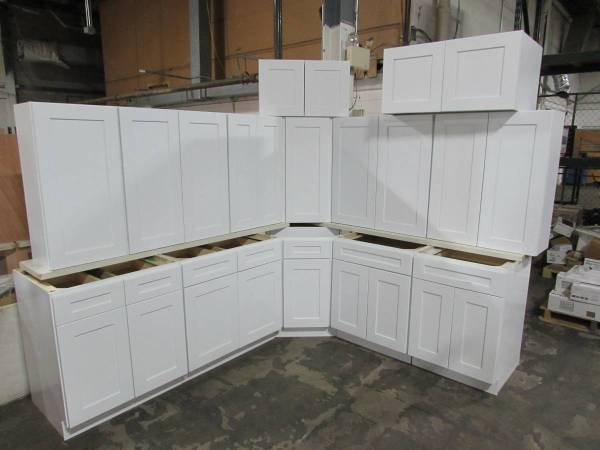Photo New Beautiful Wood White Shaker Kitchen Cabinets Cupboards Soft Close - $1 (College Station)