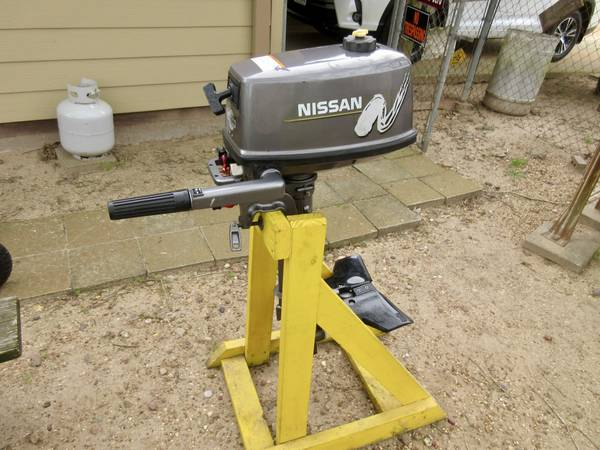Photo Nissan 5HP 2 Cycle Outboard Motor - $500 (College Station)