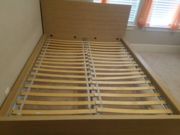Photo Queen bed frame - Ikea (College Station)