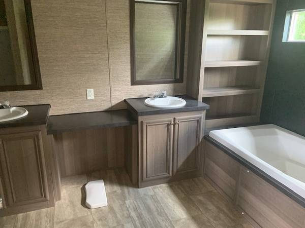 Photo Single Wide Mobile Home Used 4 BEDROOM Wont last long (Willis)