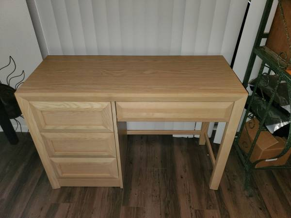 Photo Small Rustic Style Stanley Furniture Desk - $100 (College Station)