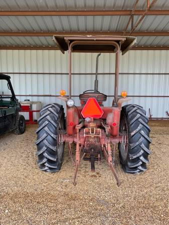 Photo Tractor for Sale, International 385 - $5,900 (Snook)