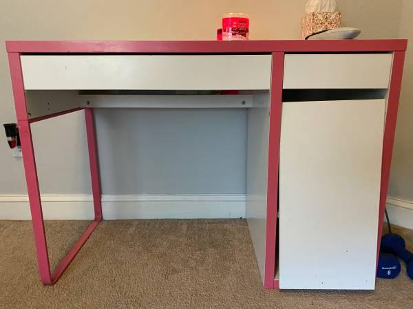 Photo White Desk - $10 (Creek Meadows)