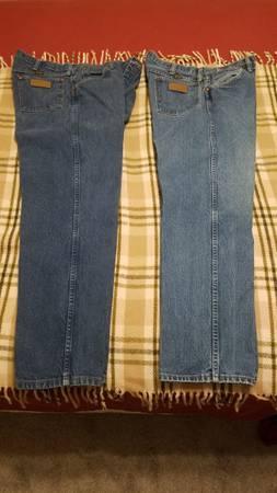 Photo Wrangler Blue Jeans two 36-30 - $20 (Bryan)