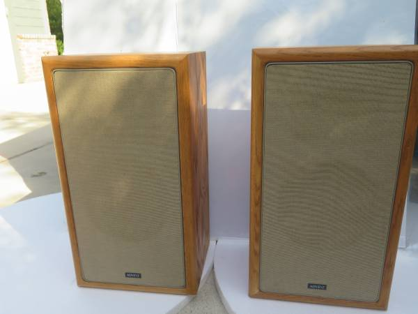 Photo advent speakers vintage home audio - $85 (College Station)