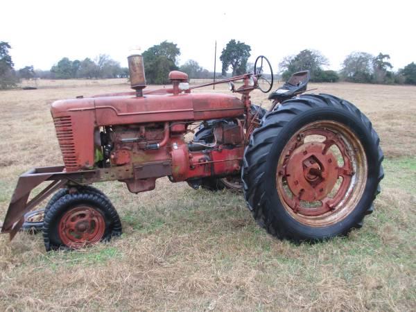 Photo farmall- Super M- tractor not running - $900 (Bryan  Bremond)