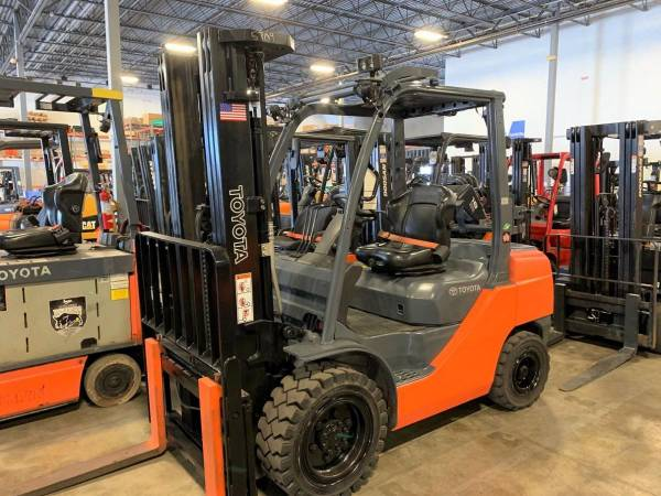 Photo 2016 Off Lease Toyota Pneumatic Forklift....$308mo. - $17,900 (Central Florida)