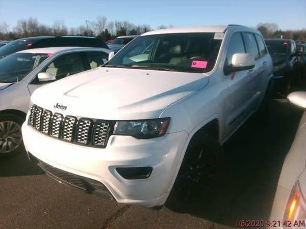 Photo 2017 Jeep Grand Cherokee - Call 910-292-4093 - $29800 (2017 Jeep Grand Cherokee Adams Auto Group)