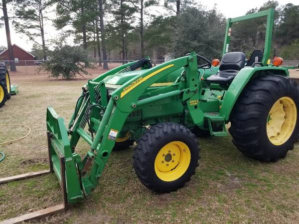 Photo 40 horse power John Deere tractor - $18900 (latta)