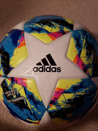 Photo Awesome size 4 soccer ball (NEW) - $20 (100 red cedar ct Lexington sc)