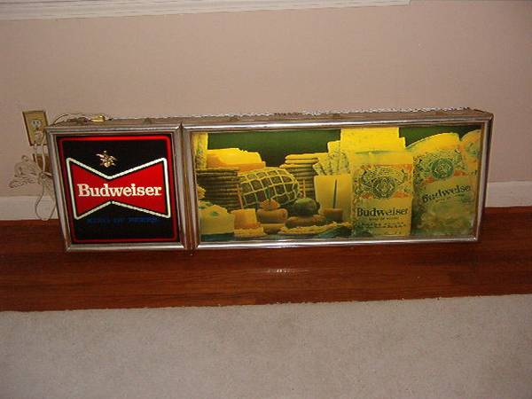 Photo Budweiser Vintage Lighted Hanging Sign - $175 (Columbia)