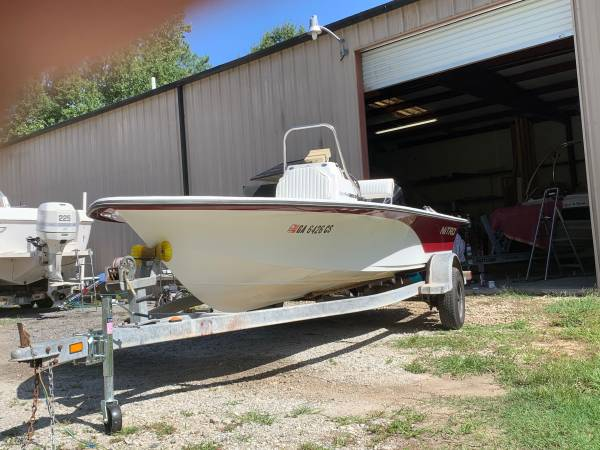Photo Center console boat 2004 - $7,500 (Chapin)