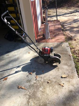Photo Edger for sale walk behind 4 cycle - $40 (Elgin)