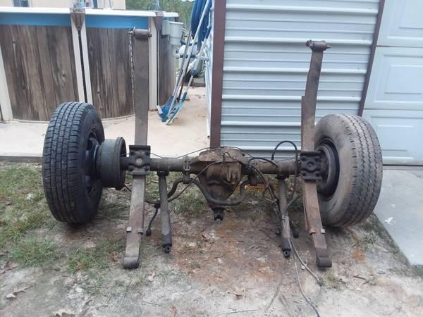 Photo Ford rear end C9 code 3.55 gears limited slip posi - $500 (cassatt)