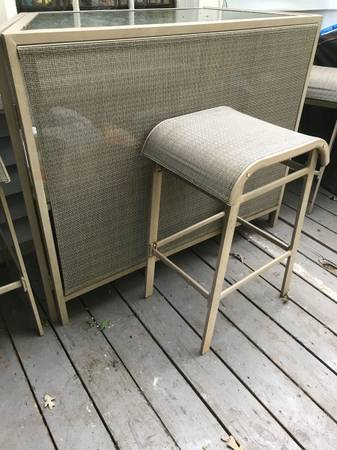 Photo Glass top bar and 3 bar height seats (Fort mill)