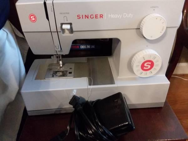 Photo Heavy duty portable Singer sewing machine model 4423 - $95