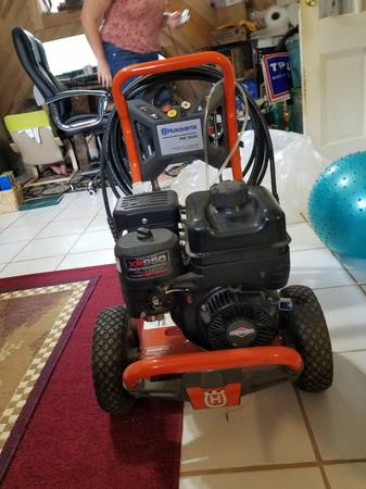 Photo Husqvarna PW3200. USED ONCE.. NEED GONE.. IT IS IN MY LIVING ROOM - $350 (St. Andrews)