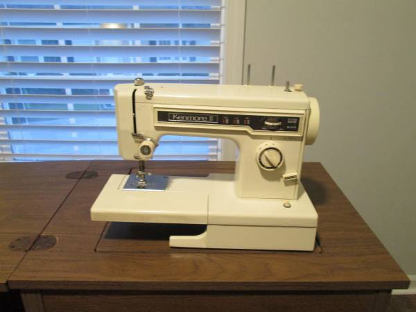 Photo Kenmore Sewing Machine - $105 (Lexington)