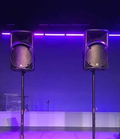Photo Mackie SRM450 (pair) powered speakers - $600