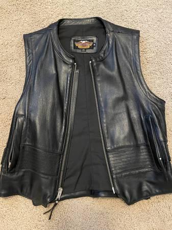 Photo Mens Harley Davidson leather vest - $85 (Chapin)