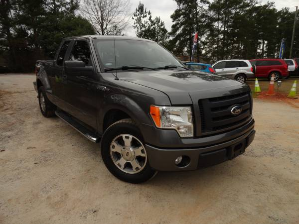 Photo PERFECT 2009 Ford F-150 STX RWD 4.6L V8 - $9495 (exit 91 chapin off rt 26)