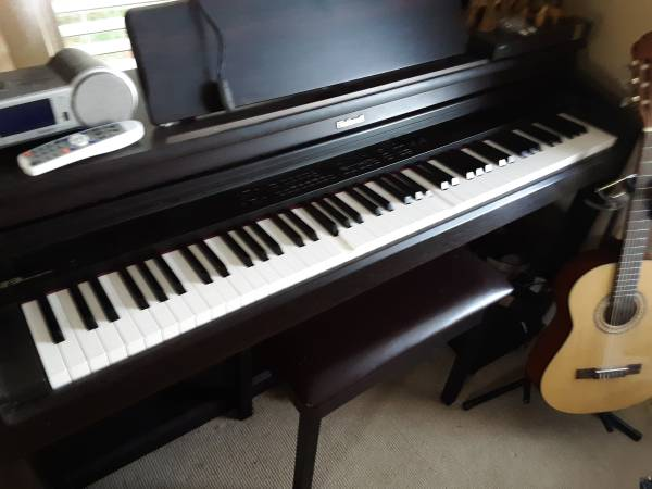 Photo Roland Digital Piano with bench - $120