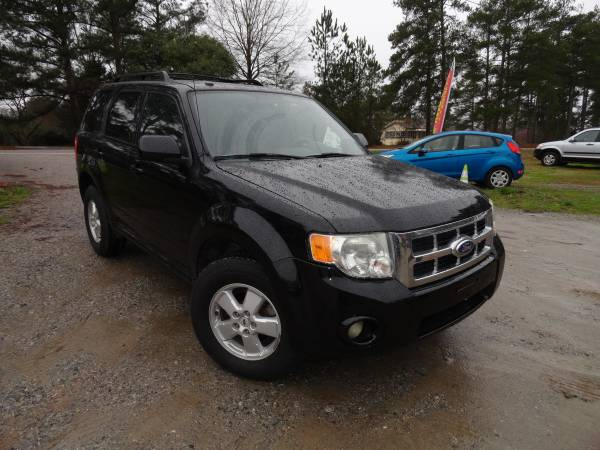 Photo SHARP 2010 Ford Escape 3.0L V6 FWD - $5395 (exit 91 chapin off rt 26)
