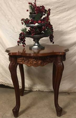 Photo Solid Oak Victorian Style End Table - $100 (Newberry, SC)