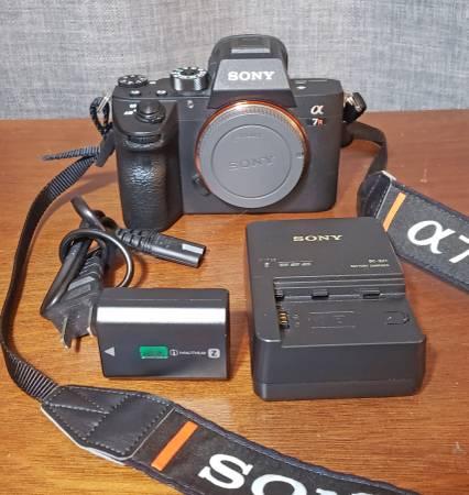 Photo Sony a7R III Mirrorless Camera 42.4MP Full Frame low 9408 shutter 4k - $1,900 (charlotte)