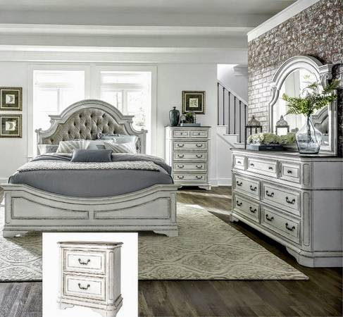 Photo Vintage looking Solid Oak Queen Bedroom with Antique White Finish - $3,099 (Columbia,South Carolina)