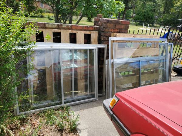 Photo used windows  ideal for chicken coop greenhouse etc - $10 (Columbia)
