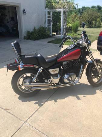 Photo 1986 Honda Shadow VT1100C motorcycle - $2,490 (COLUMBUS)