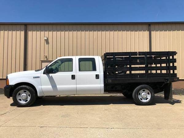 Photo 2007 Ford F350 Crew Cab V8 - STAKE BED - Only 26,000 Miles - $8800 (Uniontown)