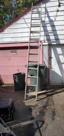 Photo 24 foot ladder - $125 (Near hudson and joyce)