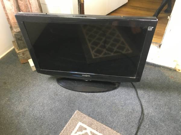 Photo 32 insignia tv works - $50