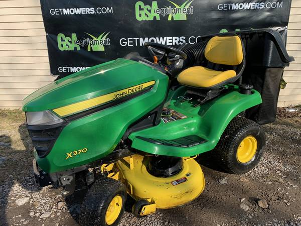 Photo 42IN JOHN DEERE X370 LAWN TRACTOR W BAGGGER LOW HOURS $68 A MONTH - $2,900 (Barberton)