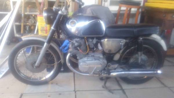 Photo 65 Honda 305 CB77 Super Hawk , barn find - $2400 (Columbus)