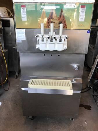 Photo Carpigiani soft serve ice cream machine